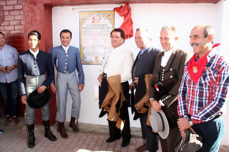 Placa conmemorativa 50 años plaza de nava