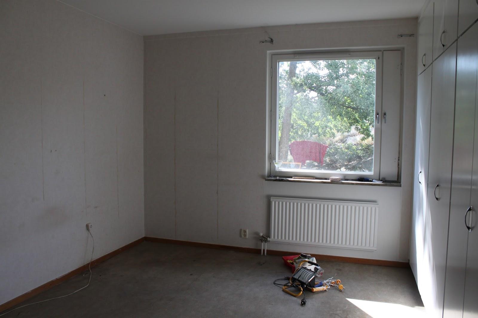 Släng dig i väggen, ernst!: golvläggning i sovrummet