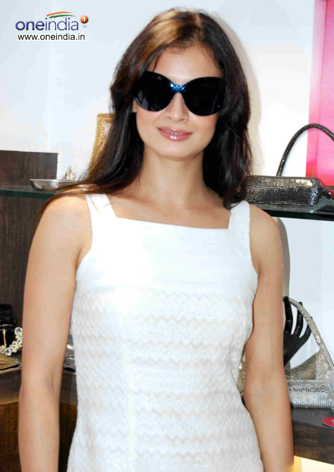 Diya Mirza Hot