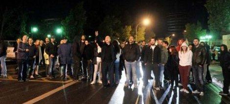 Ένταση στην Κύπρο! Αγανακτισμένοι έξω από το Προεδρικό επιτέθηκαν στον κυβερνητικό εκπρόσωπο - Φυγαδεύτηκε ο Αναστασιάδης