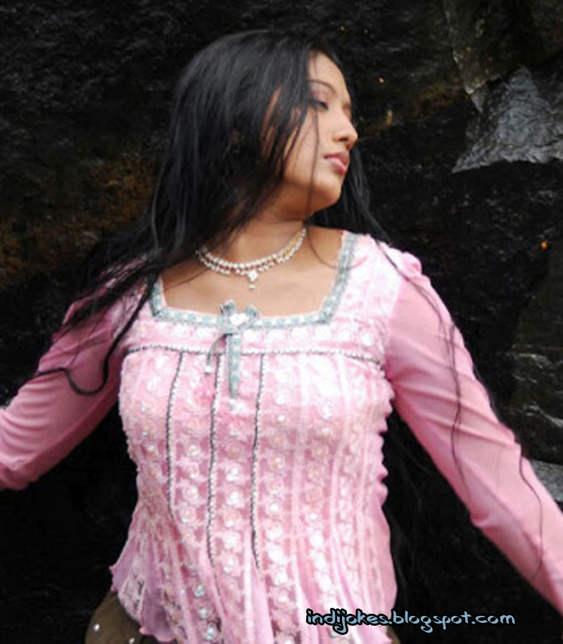south indian mollywood actress gopika hot and cute images