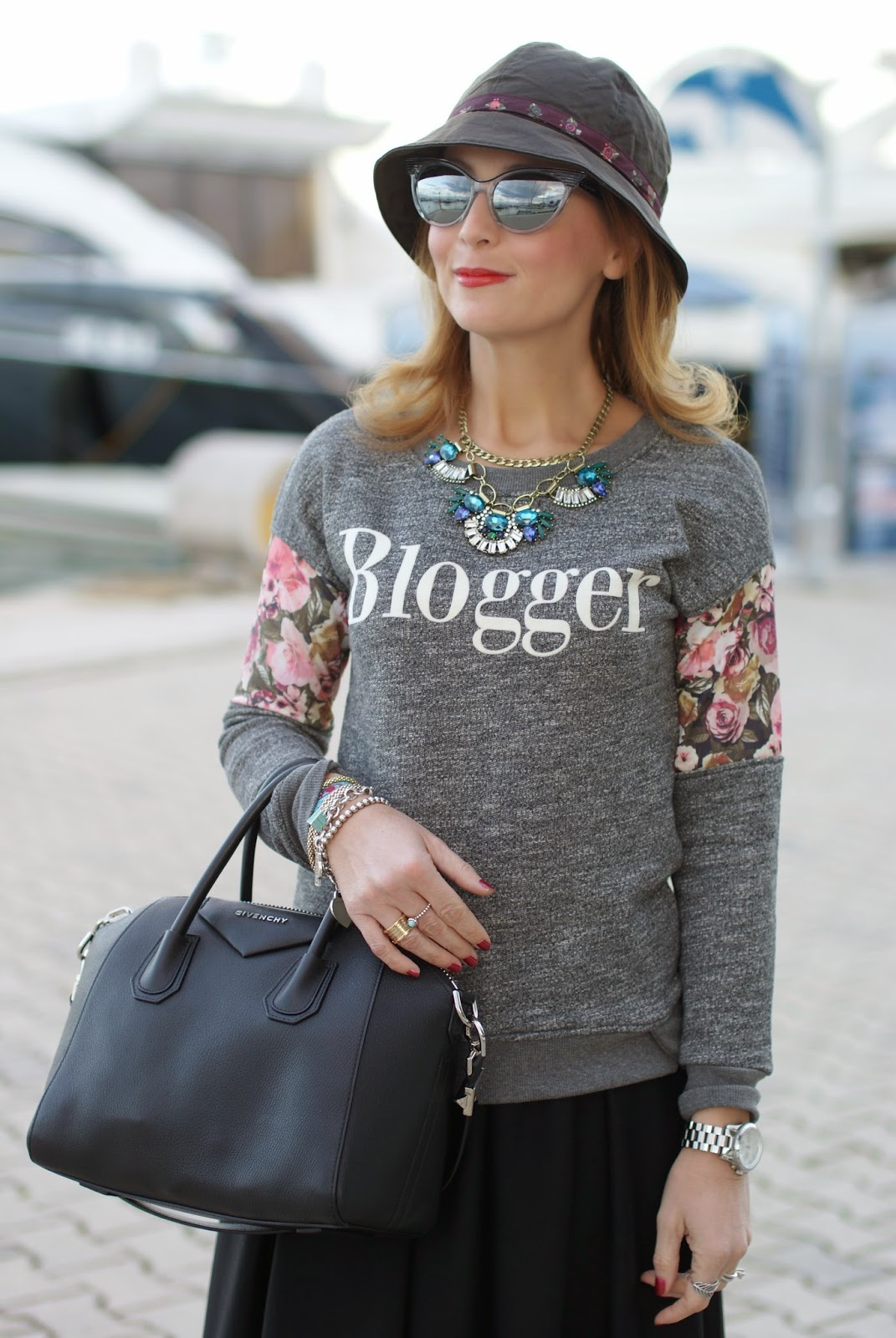 Blogger sweater and Givenchy Antigona small, Fashion and Cookies, fashion blogger