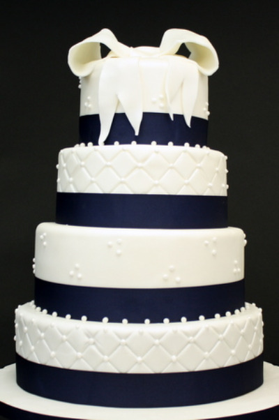 Navy Blue Cake Images : A Wedding Addict: Dark Blue Wedding Cake Special Snow Angel