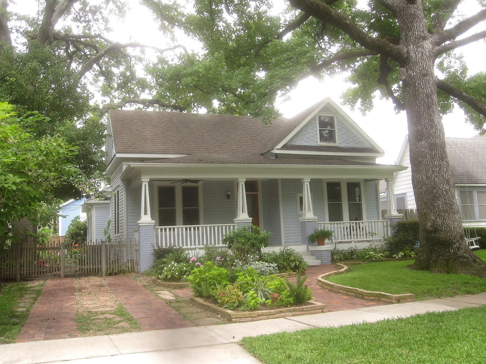 The other houston bungalow front yard garden ideas for Cottage architecture