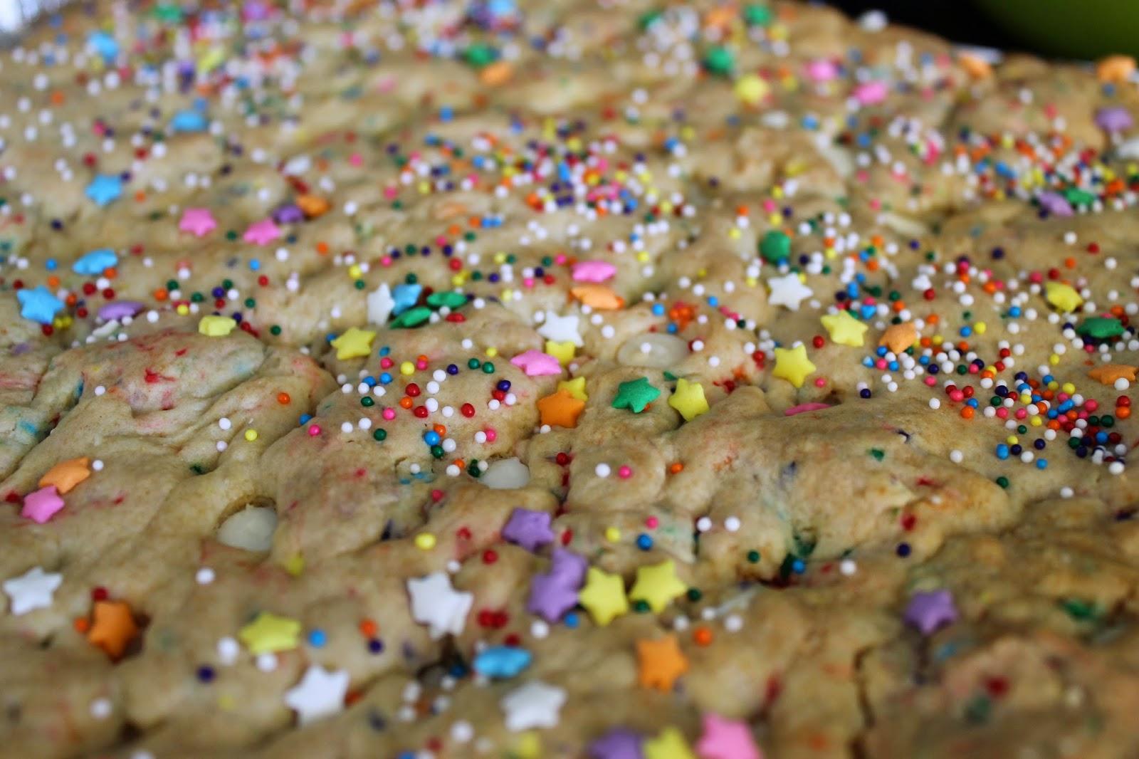 """Cake Batter Blondies- the world's easiest """"homemade"""" dessert! #recipe #dessert"""
