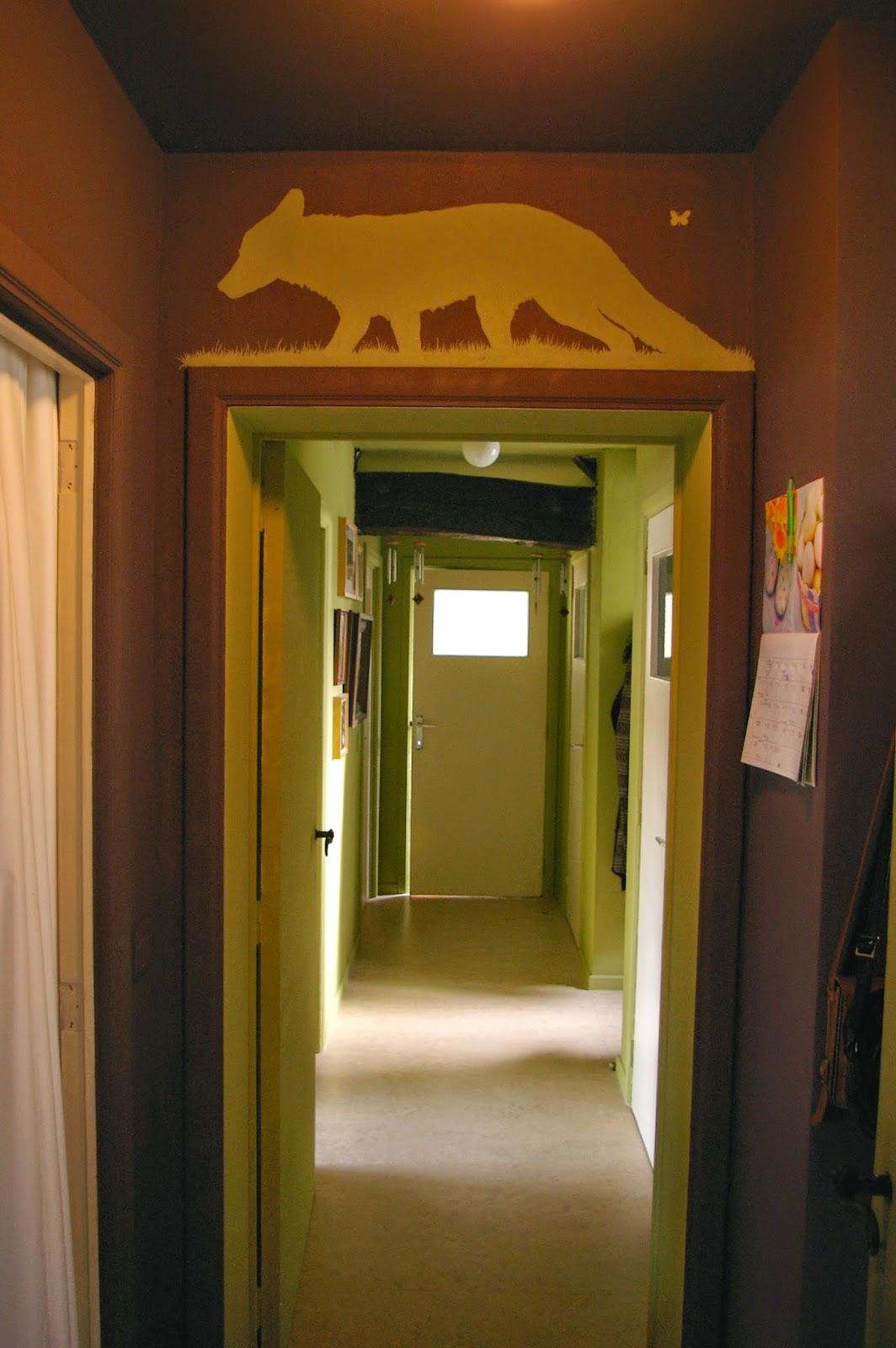 ledoux fait le mur le petit couloir d 39 entr e. Black Bedroom Furniture Sets. Home Design Ideas