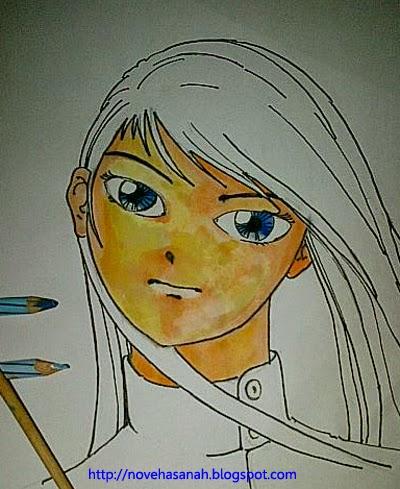 warnai bola mata dengan warna gelap untuk bagian pupil dan yang lebih terang untuk bagian iris mata