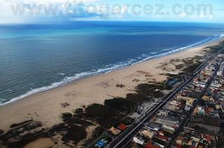 Vista aérea da praia e orla da Atalaia, a região mais turística de Aracaju - Sergipe