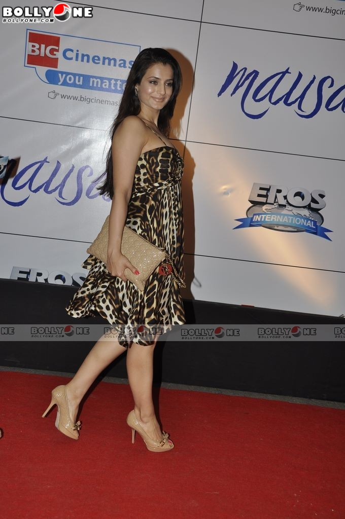 Hot Amisha Patel At Mausam Movie Premiere