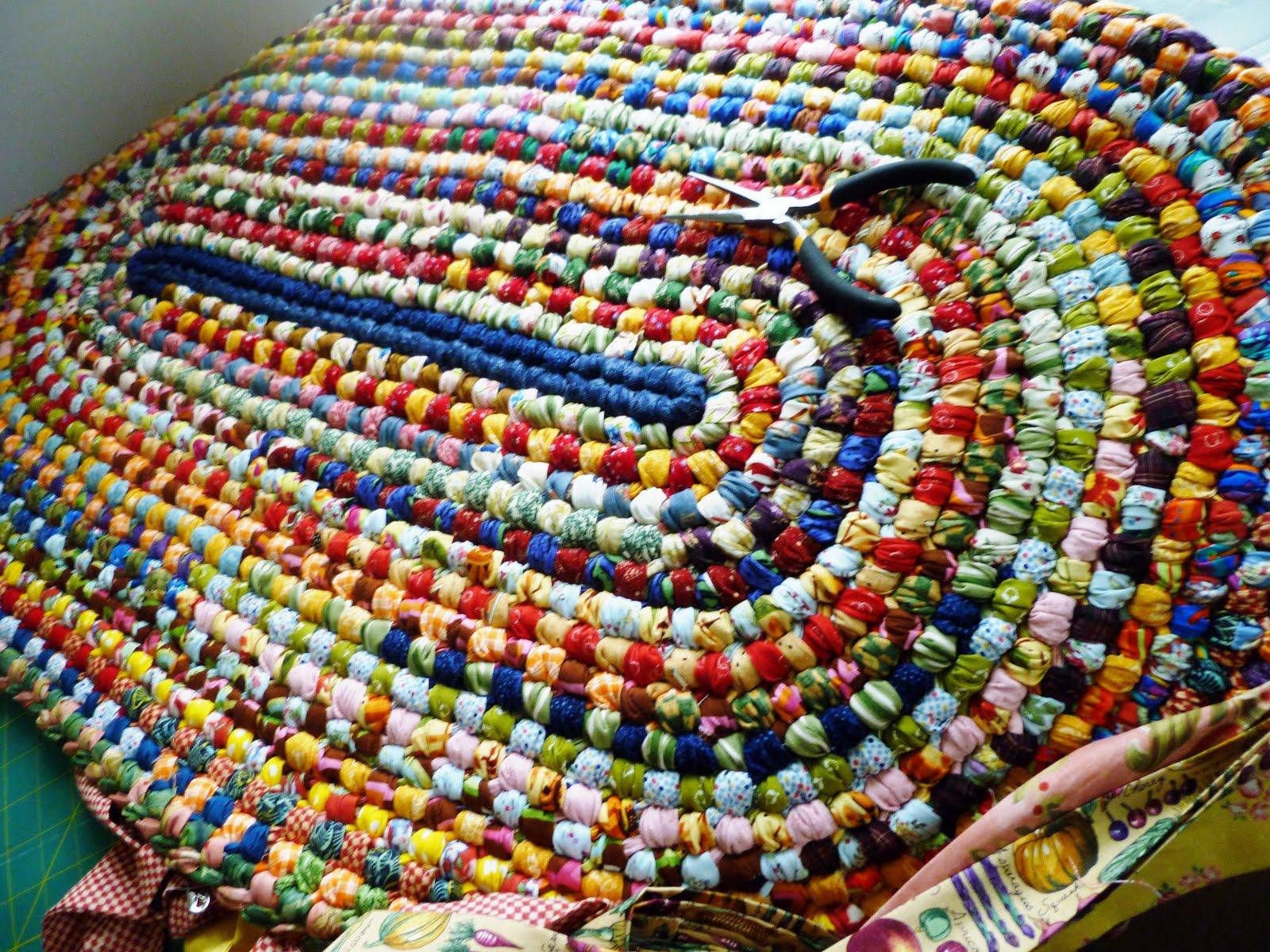 Вязанные крючком коврики из полосок ткани