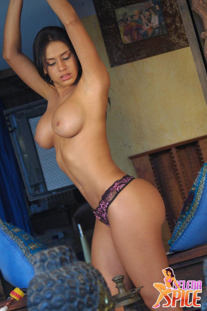 Andrea Rincon Selena Spice Cachetero Rosado
