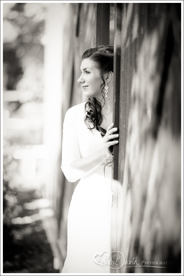 Bride at the doors of the Seven Sycamores barn