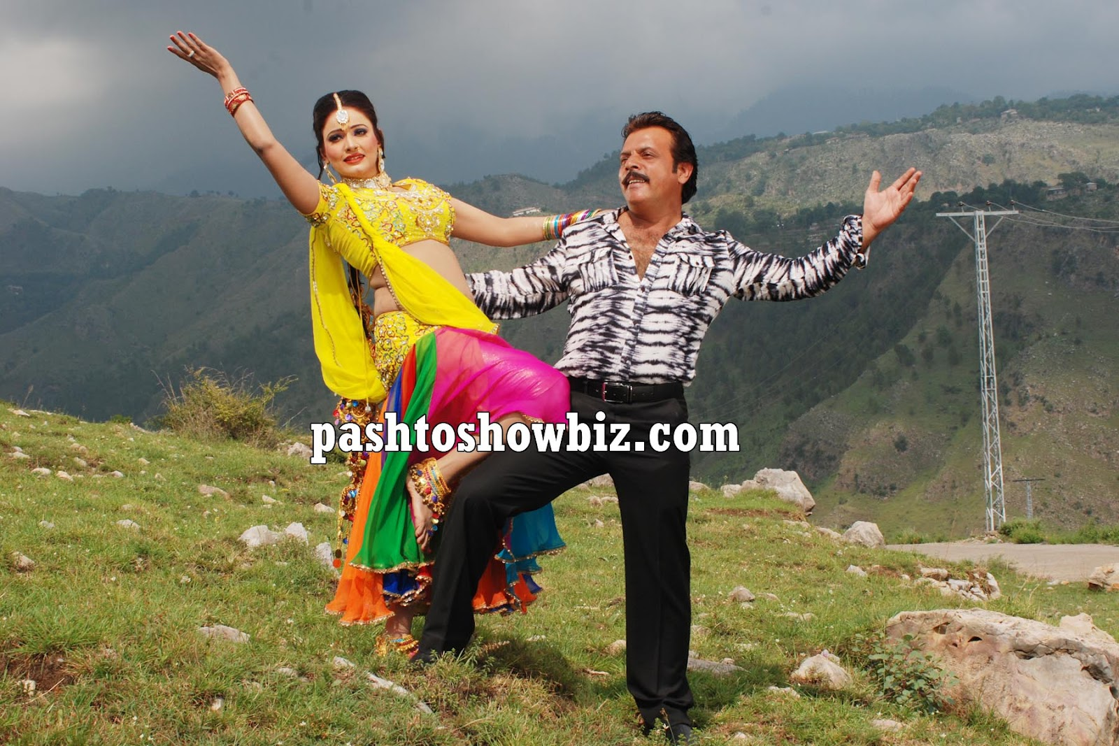 Sidra Noor Six http://www.pashtoshowbiz.com/2012/09/jahangir-khan-and-sidra-noor-new-photos.html