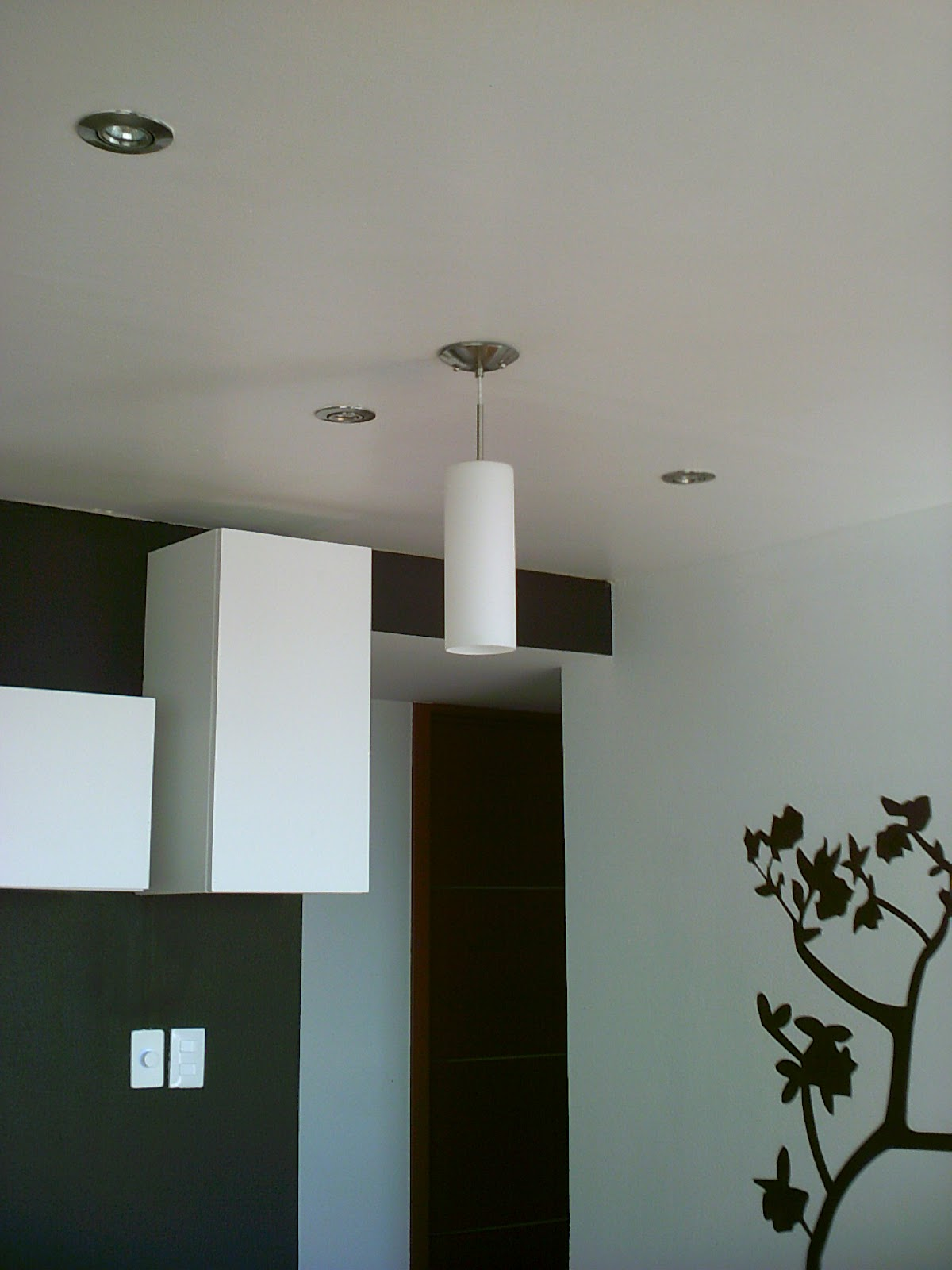 Remodelación interior de departamento: Plafones de tablaroca ...