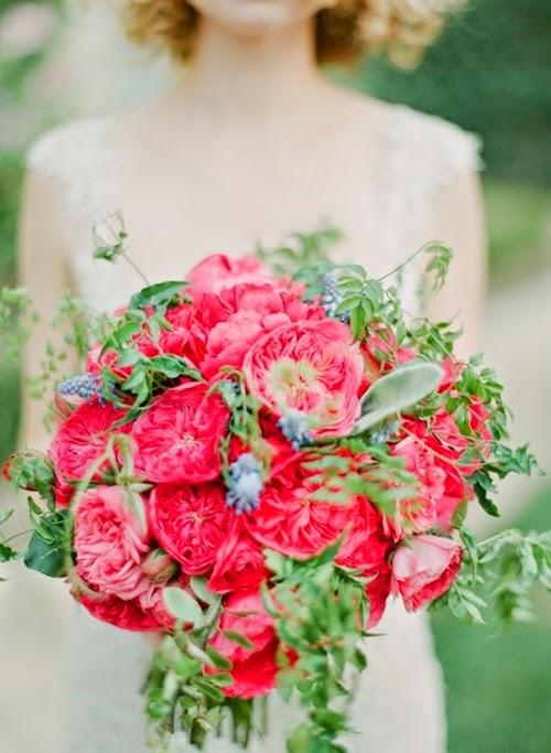 djuprosa rosor, trädgårdsrosor, pioner, rosa marinblått, ersättare pioner, garden roses, bukett trädgårdsrosor, bouquet garden roses, dark pink garden roses, pink and navy blue