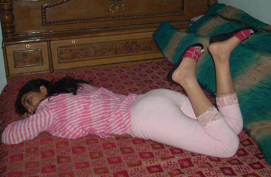 Sleeping pak girl porn pics 2