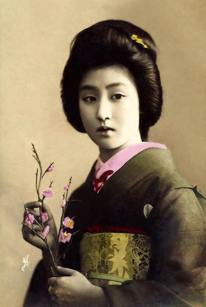 Beautiful Portraits of a Popular Tokyo Geisha From 100 Years Ago ~ vintage everyday