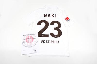 Leilão pela camisa do Naki.