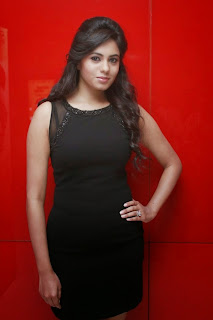 Actress Deepa Sannidhi  Pictures in Short Dress at Enakkul Oruvan Audio Launch 16.jpg