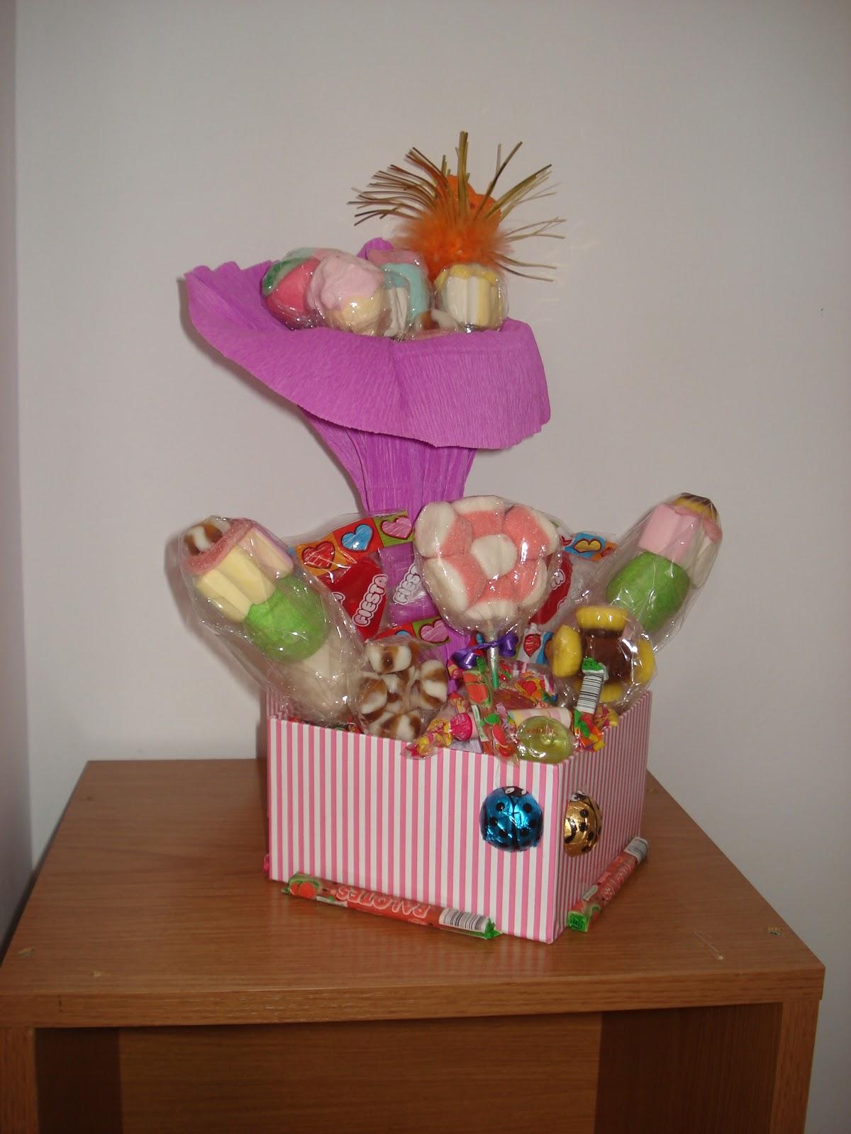 La gaveta de Vero: Cestas, flores y ramos de golosinas