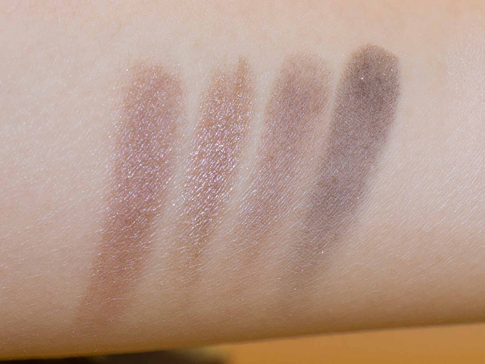 Urban Decay Naked 3 Eyeshadow Palette Review, Swatches
