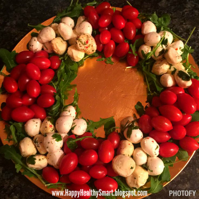 Caprese salad wreath, party food, 21 day Fix recipes, Brenda Ajay, appetizers, holiday recipes, Christmas party recipes, clean eating, healthy food, salad recipes