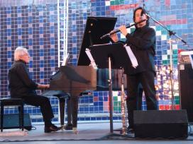 Enrico Intra e Tony Arco in concerto al Castello Sforzesco di Milano martedì 30 luglio 2013
