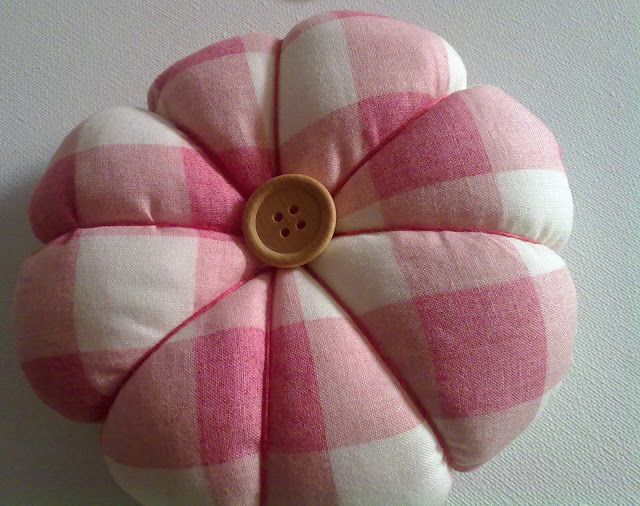 Country Maison- Pin Cushion Tutorial