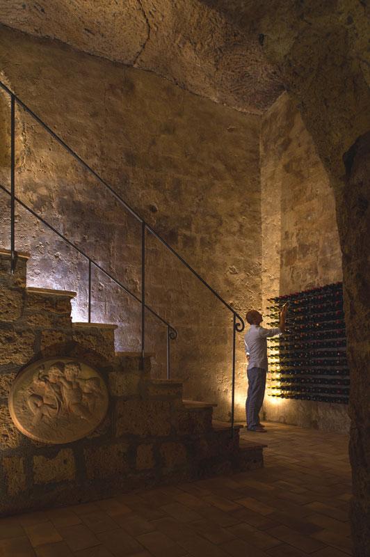 Casa construída dentro de caverna
