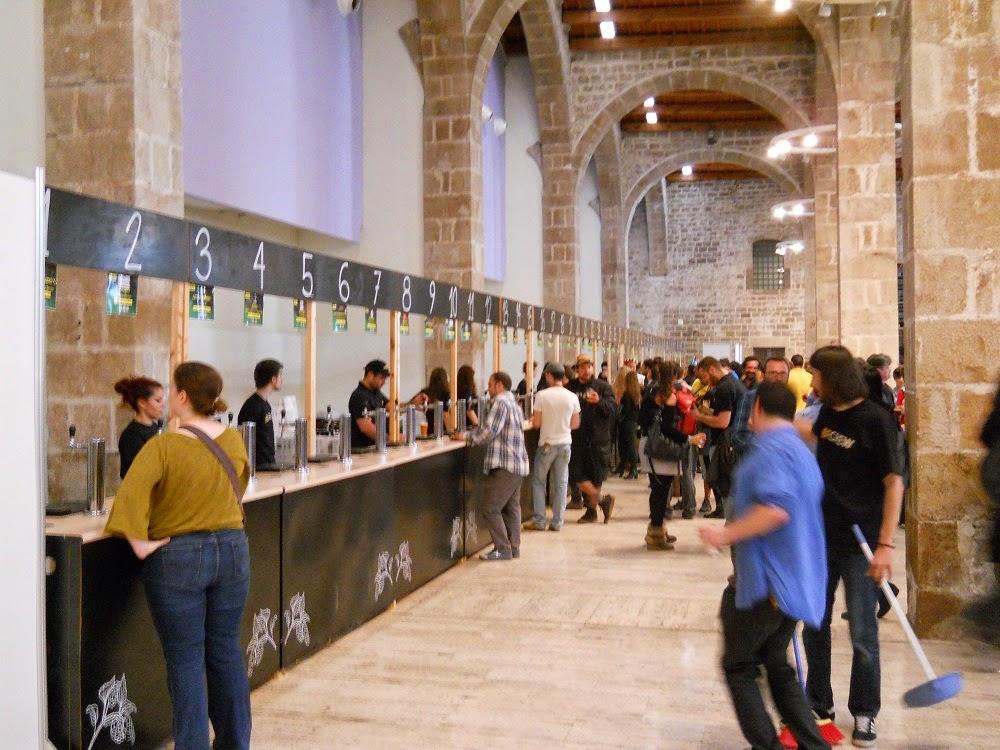 barra de surtidores de festival de cerveza artesana de Barcelona