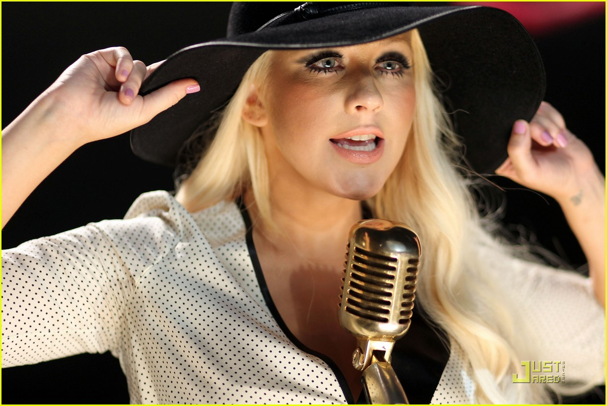 http://3.bp.blogspot.com/-rqI3KCle-7k/TmpDSwG38GI/AAAAAAAADOg/pthOMoH3PFk/s1600/christina-aguilera-moves-like-jagger-video-shoot-with-adam-levine-03.jpg