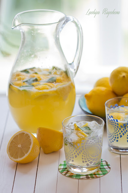 Лимонада с мента и газирана вода