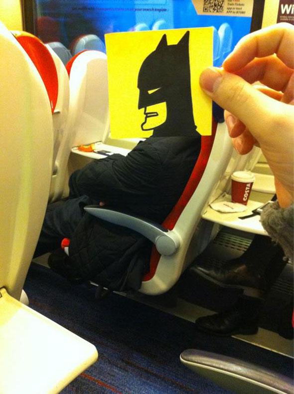 rostros de historieta en tren