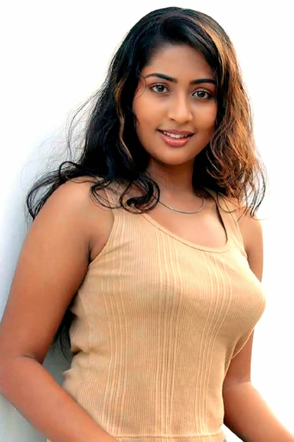 Malayalam actress navya nair hot in T shirt