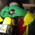 ''Lei Seca'' STTU faz esquete teatral em praça de alimentação de shoppings