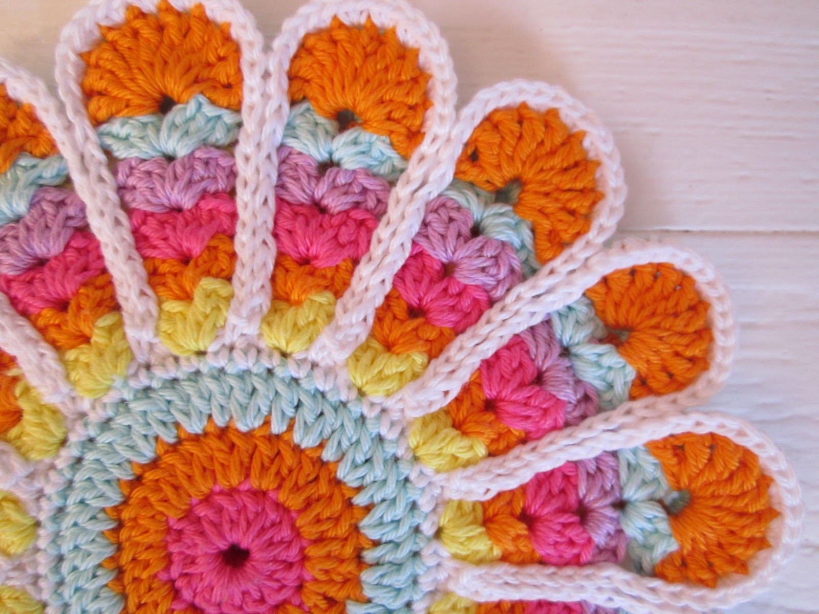 Crochet Patterns Video Tutorial : Color n Cream Crochet and Dream: Tutorial Vintage Flower Potholder