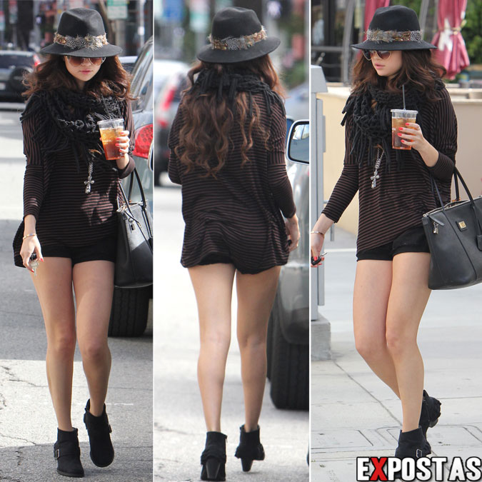 Selena Gomez saindo do restaurante Panera Bread - Los Angeles - 02 de Fevereiro de 2013