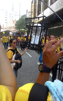 Bersih 4: Najib Razak in prison cell in front of HSBC