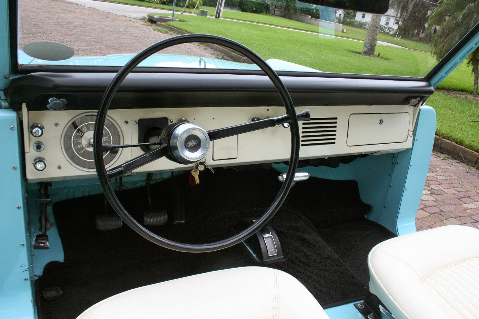 Ford Bronco The Original Rough Rider Phscollectorcarworld 1967 Wiring Diagram Early Cabins Were Spartanby 1970s A Few More Knobs Appeared And Some Carpeting But It Was Basic Truck