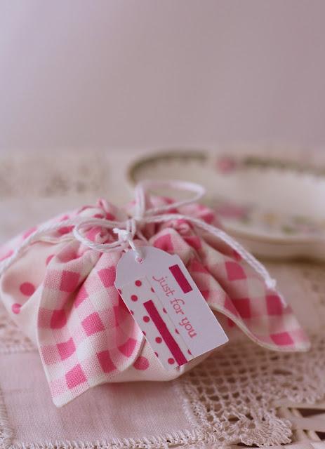 cute fabric gift pouch tutorial