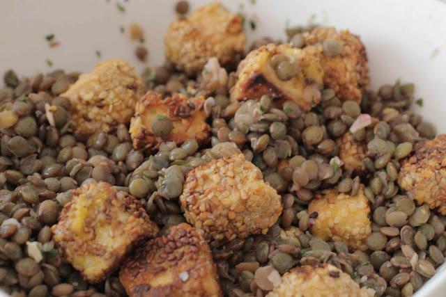 Salade de lentilles au tofu pané