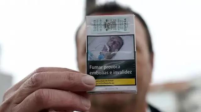 Ανυποψίαστος ασθενής βλέπει τη φωτογραφία του ως προειδοποίηση σε πακέτο τσιγάρων και γίνεται έξαλλος!