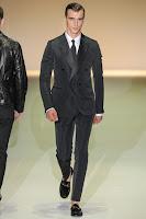 официален черен костюм Гучи