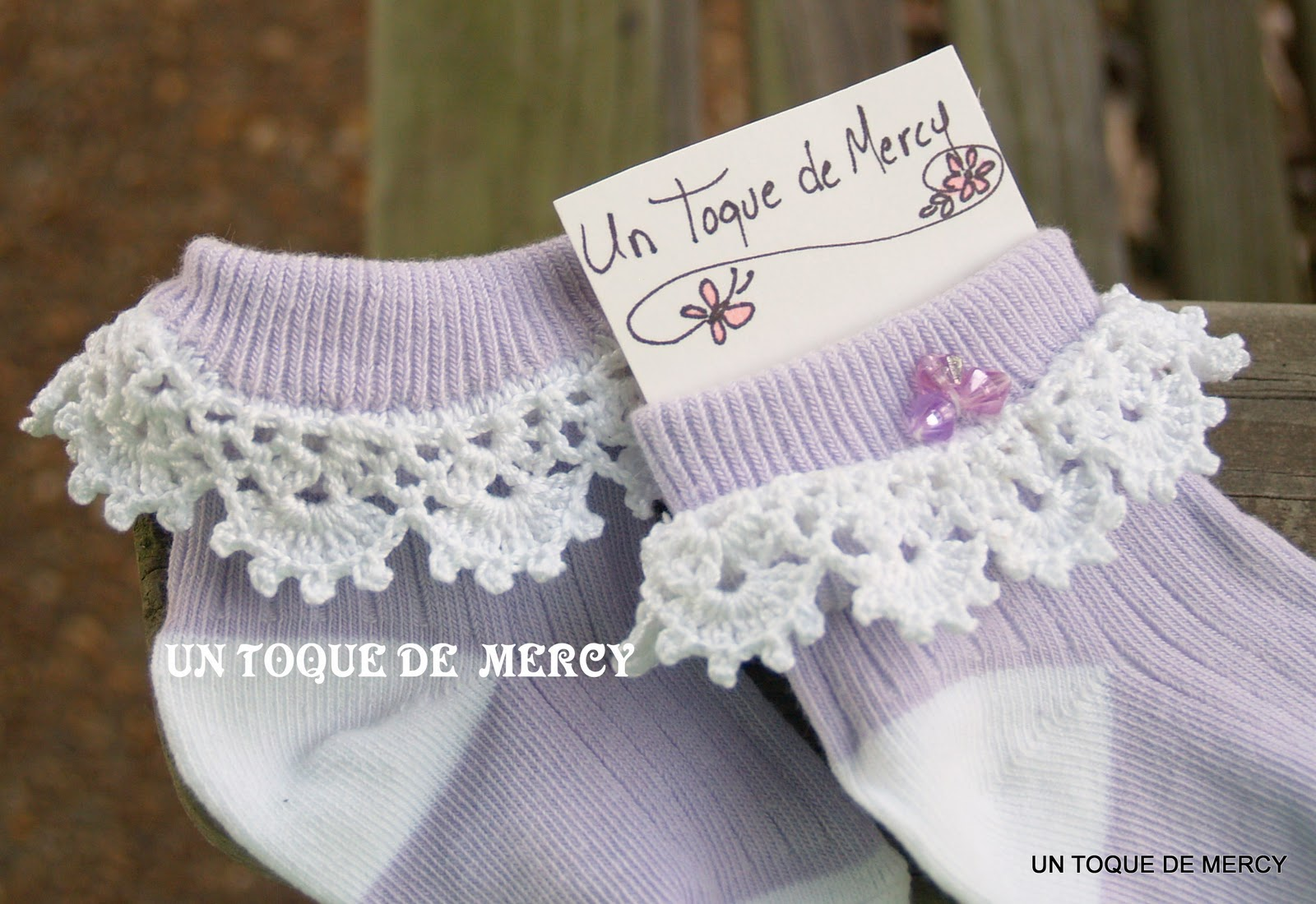 Un toque de mercy calcetines con decoracion de crochet for Decoracion del hogar con crochet