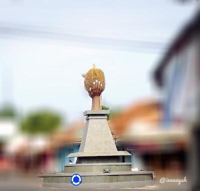 tugu durian, karanganyar, kajen, pekalongan, landmark, kota