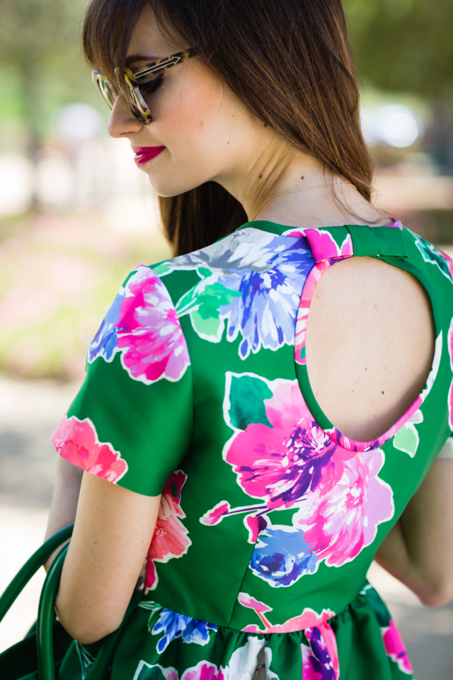 pretty circle open back and bow detail on floral dress M Loves M @marmar