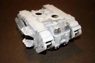 Base de Gris Claro en el Land Raider Prometheus
