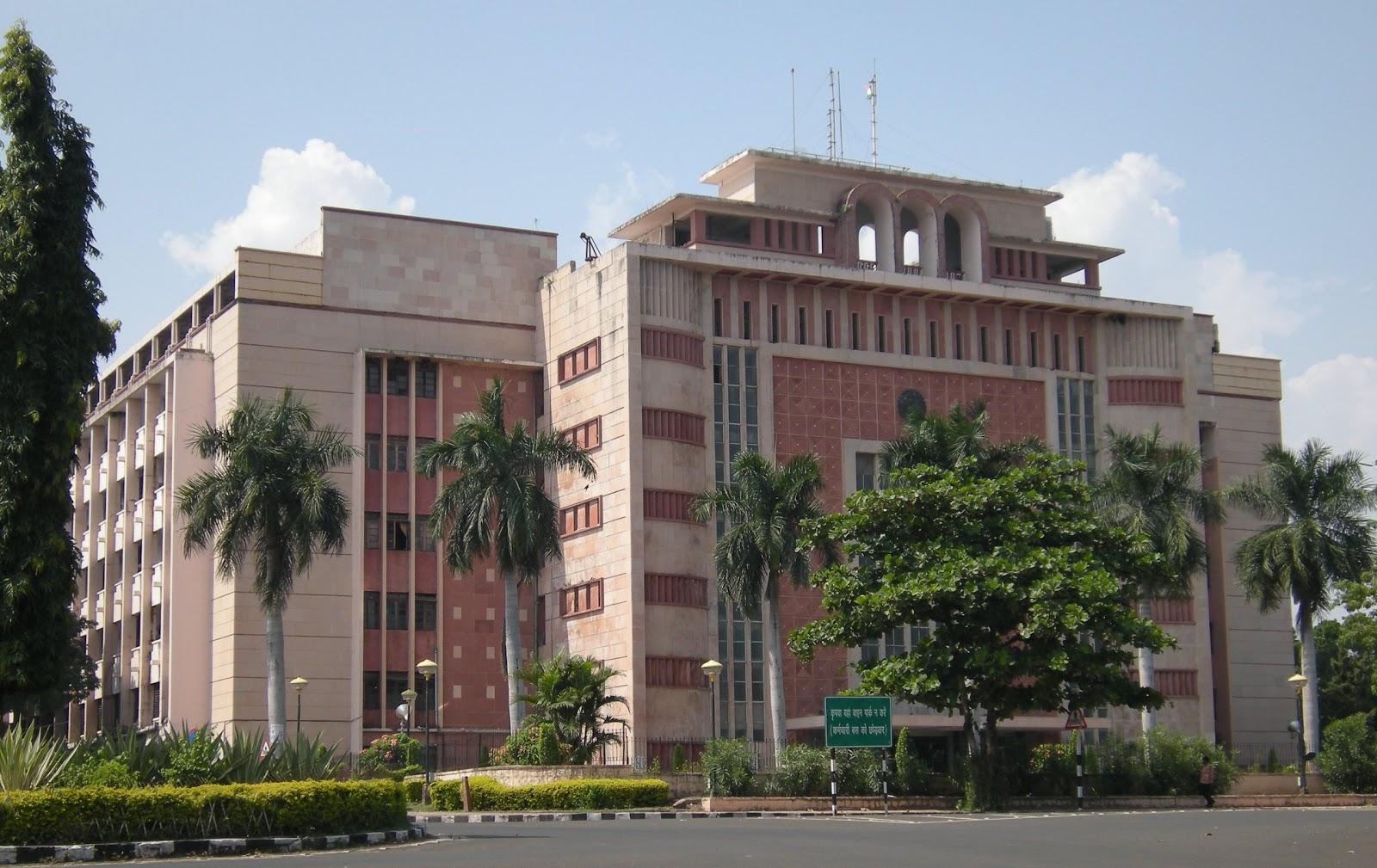 35 आईएएस अधिकारियों के तबादले, इंदौर-भोपाल के कलेक्टर बदले