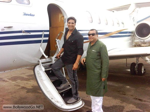 Akshay And Paresh In Private Jet For Promotion
