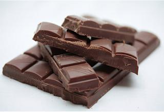 O que para nós é a coisa irresistível e maravilhosa como o chocolate, para eles é um veneno, talvez um dos mais fatais. Se você ama seu cão jamais dê chocolate a ele, pois isso pode mata-lo.